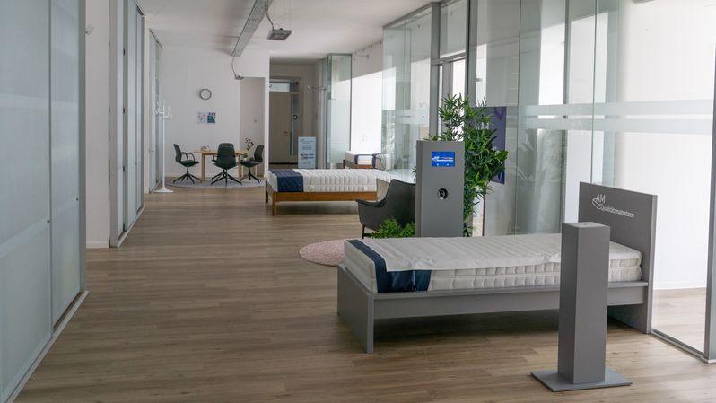 showroom_v2_1.jpg